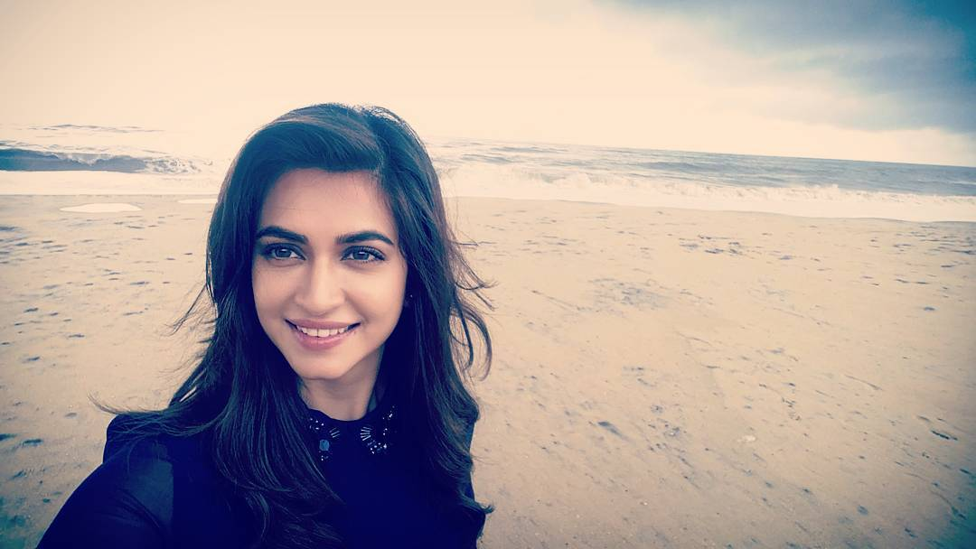 10 Pictures of Kriti Kharbanda that prove her beauty is on point!- Kriti Selfie